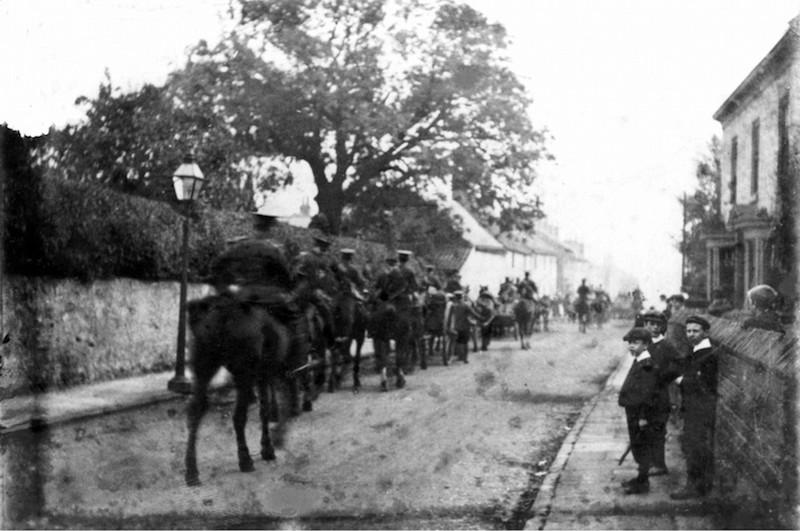 troops down Finkle Hill 1914-18